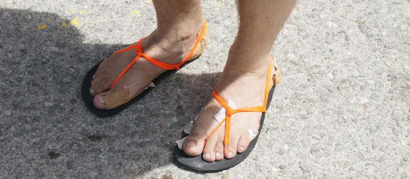 calzado minimalista de un corredor de maraton